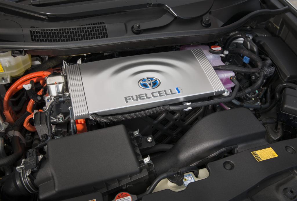 ชุด Power Control Unit รับหน้าที่จัดการพลังงานให้ Mirai ส่วนล่างเป็นมอเตอร์ขนาด 113 kW (154 DIN hp) ให้แรงบิด 335 Nm