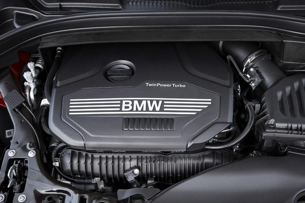 ภาพที่ 05เครื่องยนต์ 3 สูบ ถูกใช้งานในรถยนต์ BMW และ MINI ในภาพจาก 2 Series Active Tourer [F45]  ขนาดความจุ 1,499 ซีซี พ่วงมาด้วยเทคโนโลยี BMW TwinPower Turbo สร้างแรงม้า 140 hp ที่ 4,500-6,500 รอบ/นาที แรงบิดสูงสุด 220 Nm ที่ 1,480-4,200 รอบ/นาที